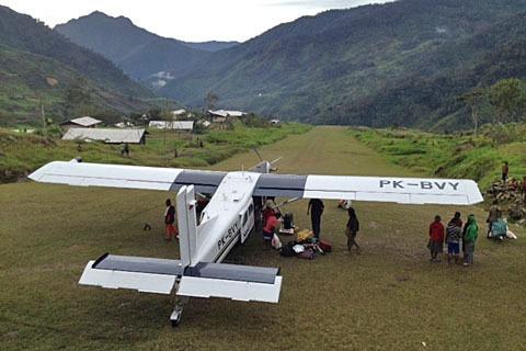 Tak Terima Setoran Dana Desa, Front Bersenjata OPM Sandera Pesawat Sipil